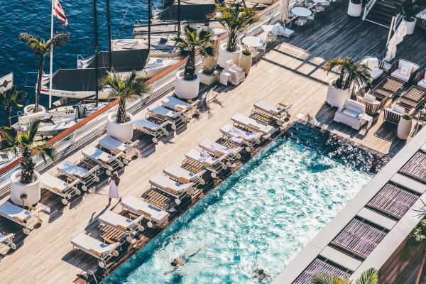 Teli mare personalizzati per strutture ricettive, piscine e spa
